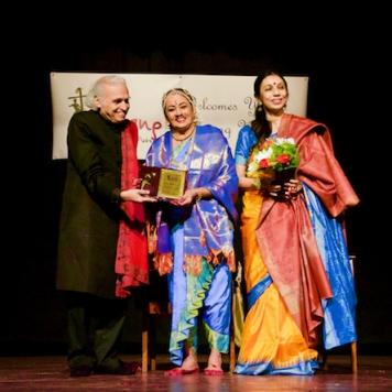 Guru B Bhanumathi awarded life time achivement award by Dr.Sunil Kothari