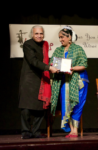 Smt. Sheela Chandrashekhar awarded Life Time achivement award by Dr. Sunil Kothari